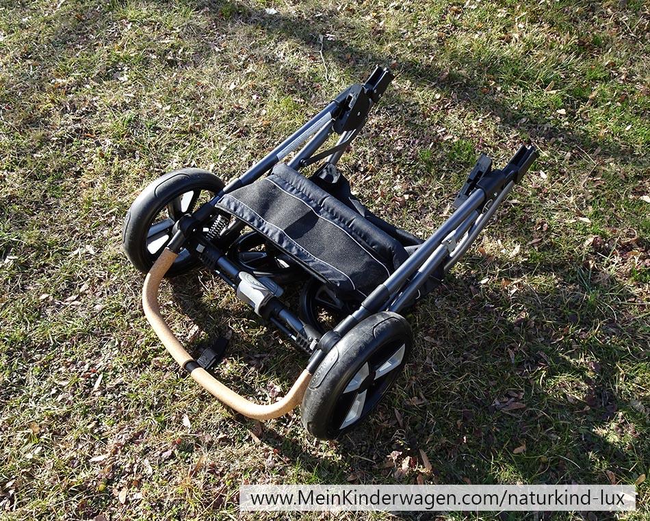 Naturkind Lux zusammengefaltetes Kinderwagengestell