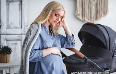 schwangere Frau mit Kinderwagen