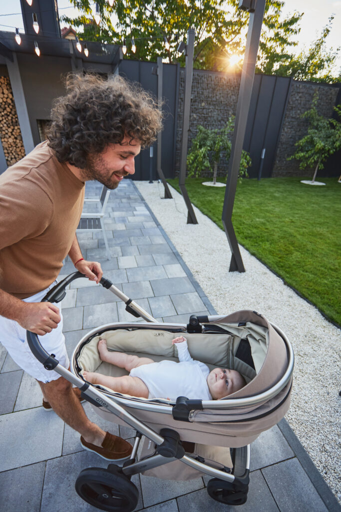 anex l/type kinderwagen: Sehr große Babywanne, Liegefläche mit 80 cm, Das Baby auf dem Bild ist 5,5 Monate alt