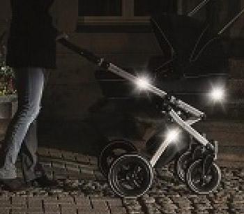 Kinderwagen mit_Reflektoren