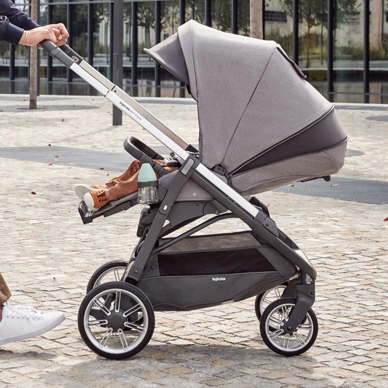 Inglesina Aptica Kinderwagen Sportsitz: Große Sitzfläche, die sich komfortabel zu einer Liegefläche verstellen lässt